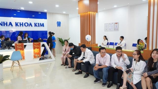 Nha Khoa Kim tưng bừng thay đổi diện mạo mới phòng khám Lê Văn Sỹ, TP. HCM - 3