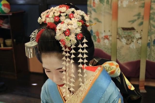 Kanzashi: Chiếc trâm cài tô điểm vẻ đẹp của phụ nữ Nhật khi mặc kimono - 1