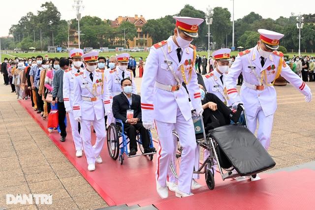 Vào Lăng viếng Bác xong, tôi sẽ tiếp tục đi Quảng Ngãi tìm mộ đồng đội... - 2