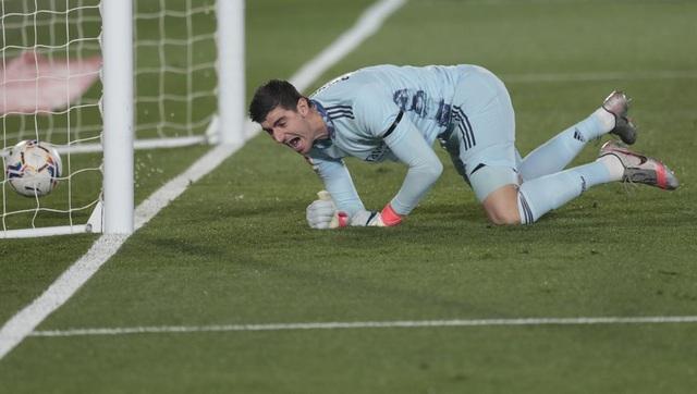 Eden Hazard gặp vận đen khó tin ở Real Madrid - 2