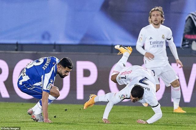 Real Madrid thua đau đớn Alaves ngay tại Bernabeu - 3