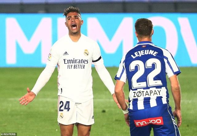 Real Madrid thua đau đớn Alaves ngay tại Bernabeu - 10