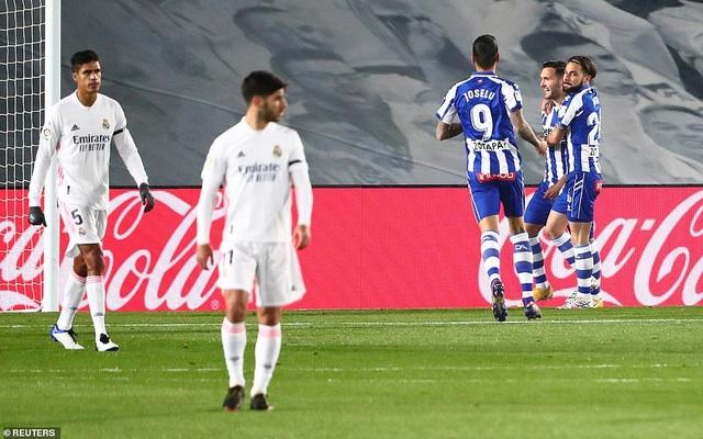 Real Madrid thua đau đớn Alaves ngay tại Bernabeu - 6