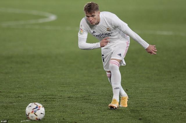 Real Madrid thua đau đớn Alaves ngay tại Bernabeu - 8