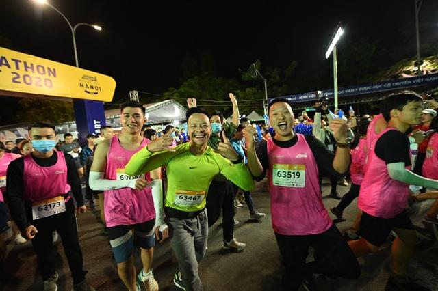 Ông Đoàn Ngọc Hải tiếp tục chinh phục giải chạy 42km ở Hà Nội - 12