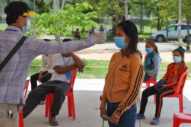 Campuchia đóng cửa siêu thị lớn vì nghi ca Covid-19 lây nhiễm cộng đồng - 1