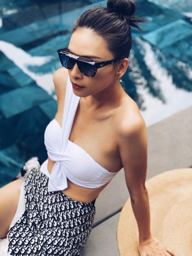 Dịp hiếm hoi Ngô Thanh Vân, Thanh Hằng khoe dáng với áo tắm - 1