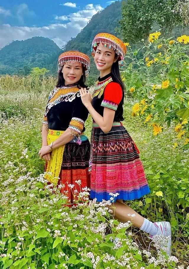Dịp hiếm hoi Ngô Thanh Vân, Thanh Hằng khoe dáng với áo tắm - 11