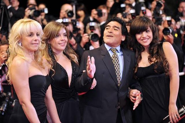 Nghi vấn về cái chết của Maradona, ba con gái bị triệu tập - 1