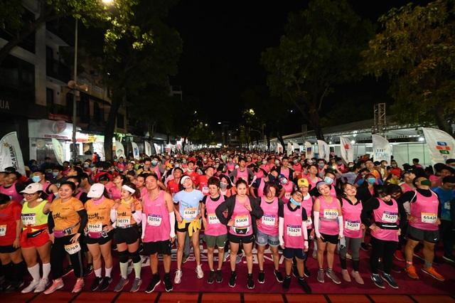Ông Đoàn Ngọc Hải tiếp tục chinh phục giải chạy 42km ở Hà Nội - 11