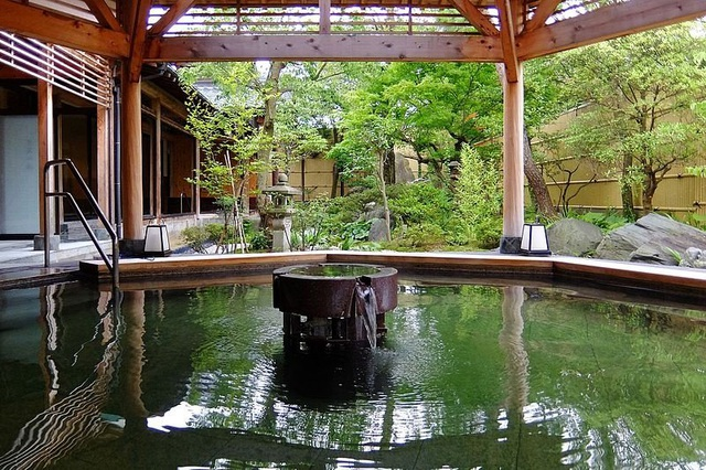 Lần đầu khỏa thân tắm onsen tại Nhật Bản - 1