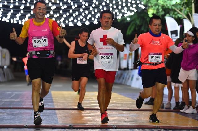 Ông Đoàn Ngọc Hải tiếp tục chinh phục giải chạy 42km ở Hà Nội - 2