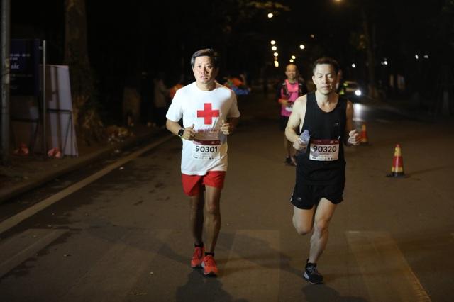Ông Đoàn Ngọc Hải tiếp tục chinh phục giải chạy 42km ở Hà Nội - 3