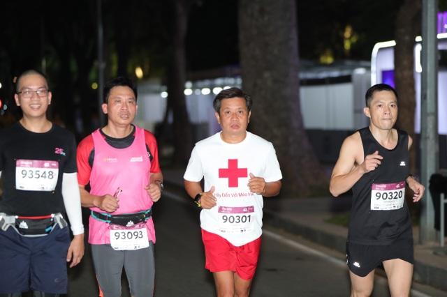Ông Đoàn Ngọc Hải tiếp tục chinh phục giải chạy 42km ở Hà Nội - 1
