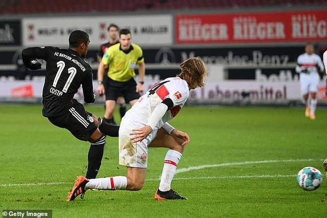 Lewandowski tỏa sáng giúp Bayern Munich lội ngược dòng hạ Stuttgart - 5