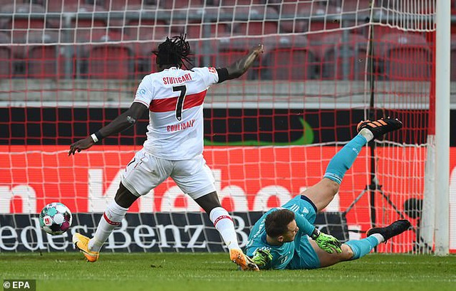 Lewandowski tỏa sáng giúp Bayern Munich lội ngược dòng hạ Stuttgart - 1