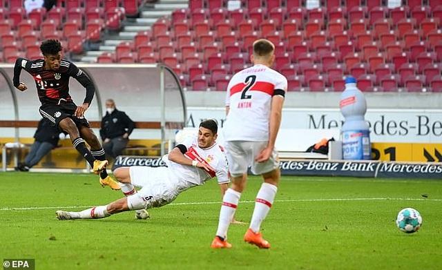 Lewandowski tỏa sáng giúp Bayern Munich lội ngược dòng hạ Stuttgart - 2