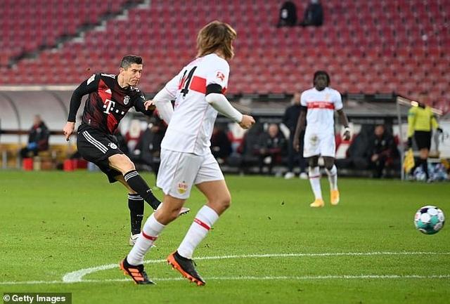 Lewandowski tỏa sáng giúp Bayern Munich lội ngược dòng hạ Stuttgart - 3