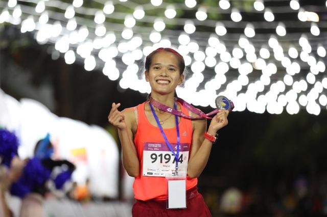 Ông Đoàn Ngọc Hải tiếp tục chinh phục giải chạy 42km ở Hà Nội - 6