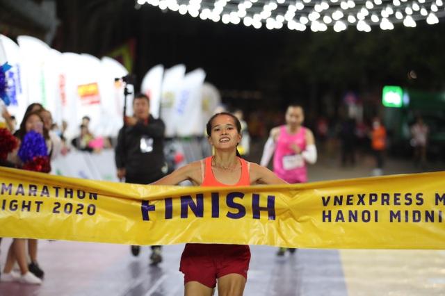 Ông Đoàn Ngọc Hải tiếp tục chinh phục giải chạy 42km ở Hà Nội - 5