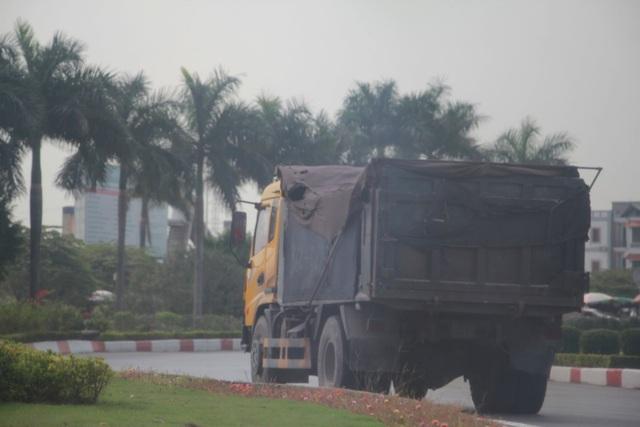 Đoàn xe có dấu hiệu quá tải lại tấn công quốc lộ 18 - 2
