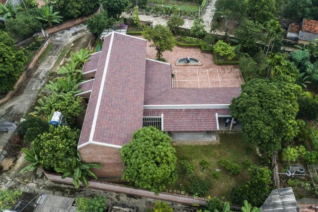 Gia đình ở Phú Thọ làm nhà gỗ xoan, mái ngói đẹp như biệt phủ - 2