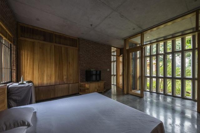 Gia đình ở Phú Thọ làm nhà gỗ xoan, mái ngói đẹp như biệt phủ - 7