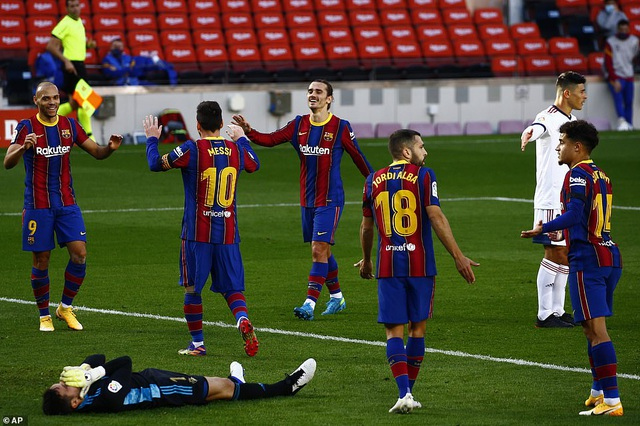 Barcelona thắng đậm Osasuna trong ngày Messi tri ân Maradona - 9