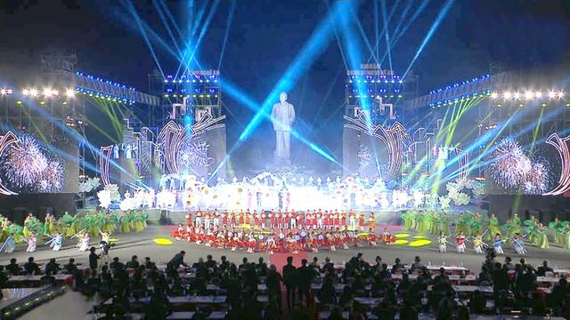 Chủ tịch Quốc hội dự Lễ kỷ niệm 990 năm Danh xưng Nghệ An - 4