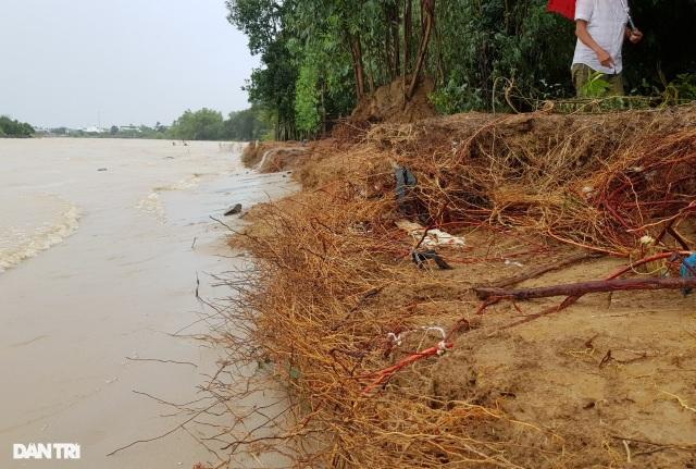 Nha Trang ngập nhiều nơi, bờ sông Cái sạt lở hở hàm ếch - 2
