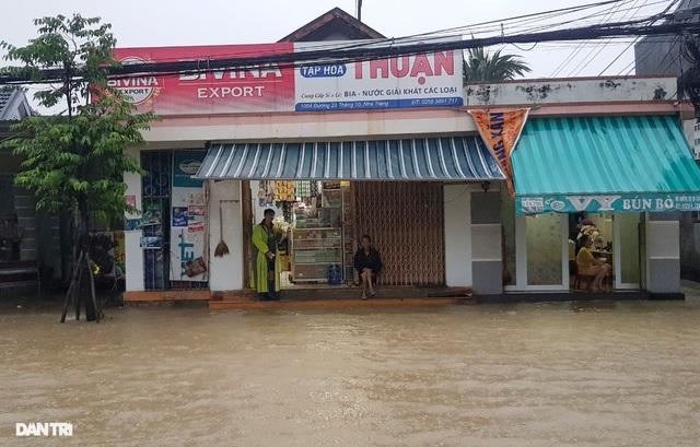 Nha Trang ngập nhiều nơi, bờ sông Cái sạt lở hở hàm ếch - 8