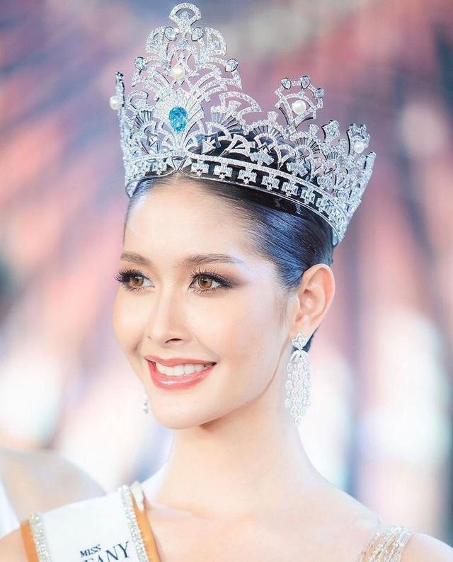Ngoại hình xinh đẹp và gợi cảm của tân hoa hậu chuyển giới Thái Lan - 3