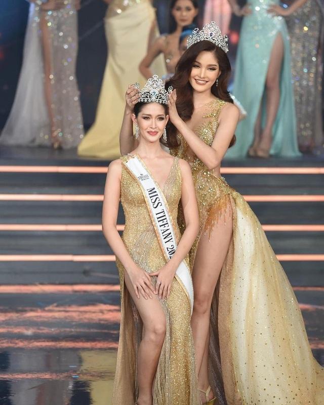 Ngoại hình xinh đẹp và gợi cảm của tân hoa hậu chuyển giới Thái Lan - 2