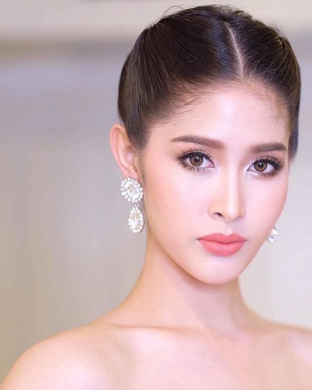 Ngoại hình xinh đẹp và gợi cảm của tân hoa hậu chuyển giới Thái Lan - 23
