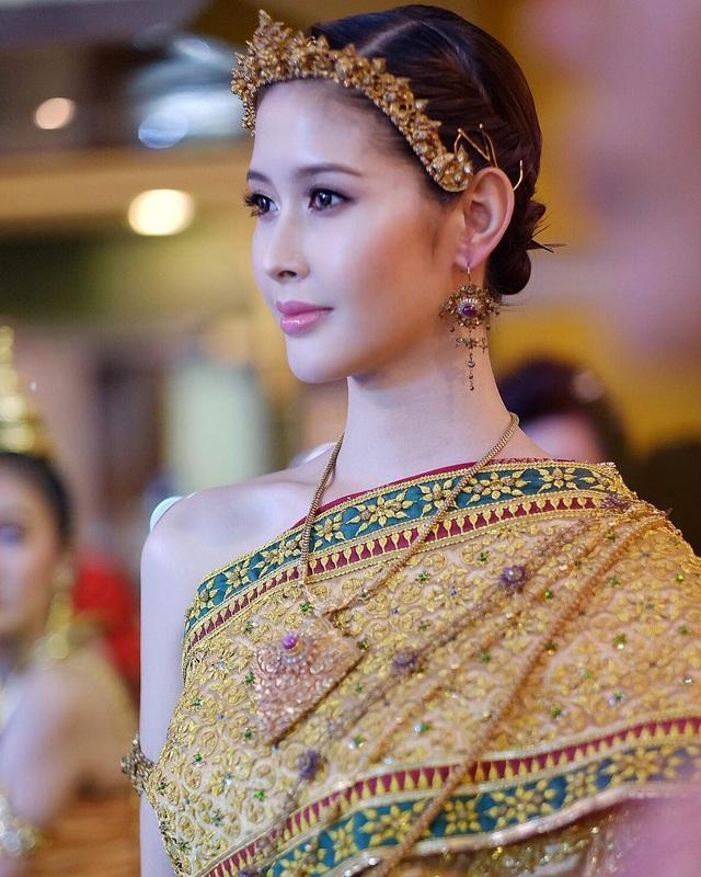 Ngoại hình xinh đẹp và gợi cảm của tân hoa hậu chuyển giới Thái Lan - 14