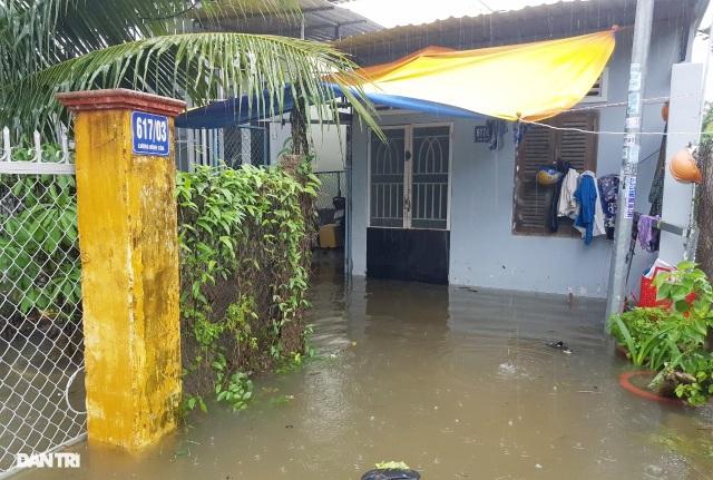 Nha Trang ngập nhiều nơi, bờ sông Cái sạt lở hở hàm ếch - 3
