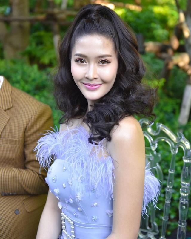 Ngoại hình xinh đẹp và gợi cảm của tân hoa hậu chuyển giới Thái Lan - 12