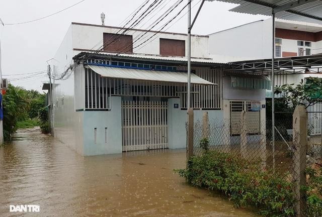 Nha Trang ngập nhiều nơi, bờ sông Cái sạt lở hở hàm ếch - 4