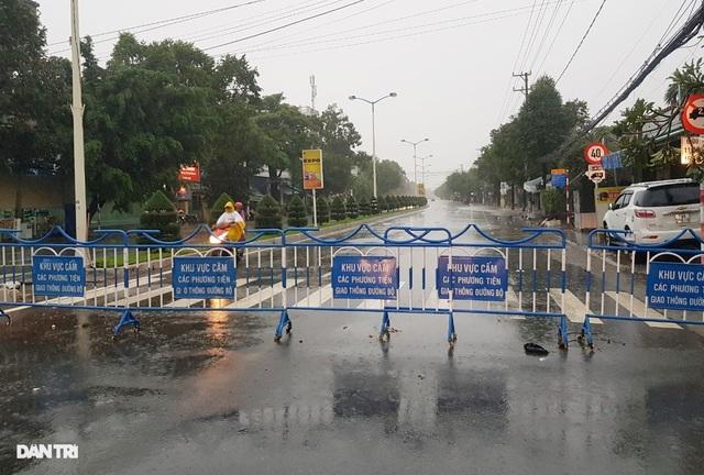 Nha Trang ngập nhiều nơi, bờ sông Cái sạt lở hở hàm ếch - 9