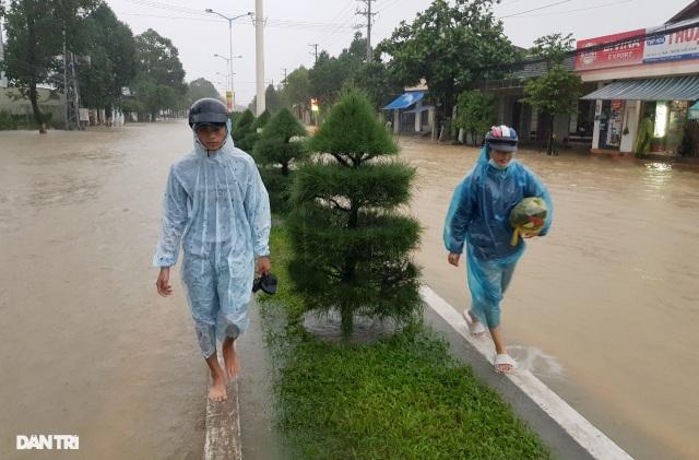 Nha Trang ngập nhiều nơi, bờ sông Cái sạt lở hở hàm ếch - 7