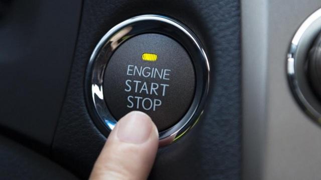 Bấm nút khởi động ô tô khi xe đang chạy, hậu quả thế nào? - 1