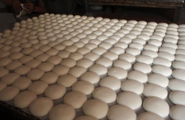 Gia đình 3 thế hệ làm bánh dày: Nửa đêm rầm rập giã, ngày hết 300kg gạo nếp - 2