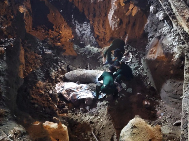 Quả bom trên phố Cửa Bắc được hủy nổ an toàn tại Bắc Giang - 2