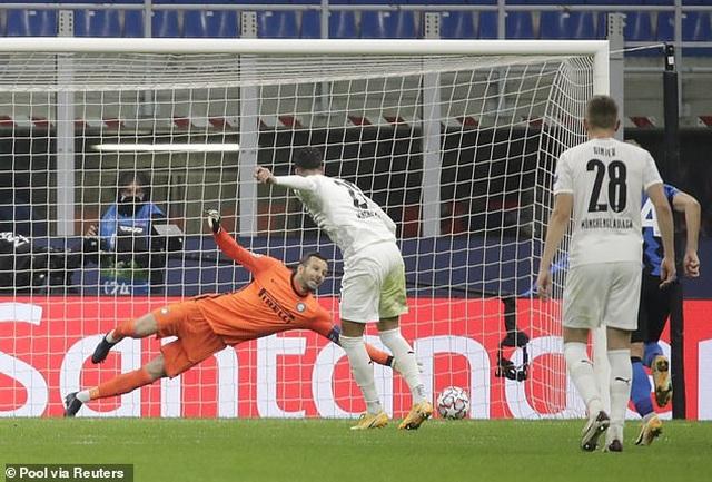Real Madrid tìm vé đi tiếp, Inter Milan vào thế đường cùng - 2