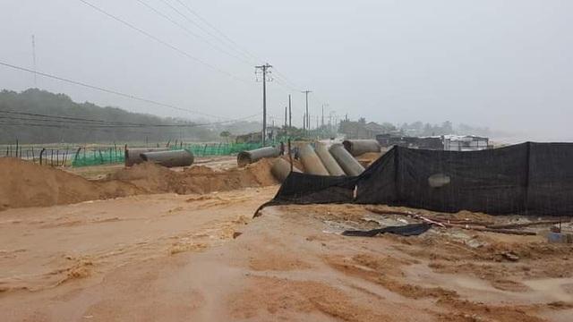 Ninh Thuận mưa lớn ngập lụt nhiều nơi - 4
