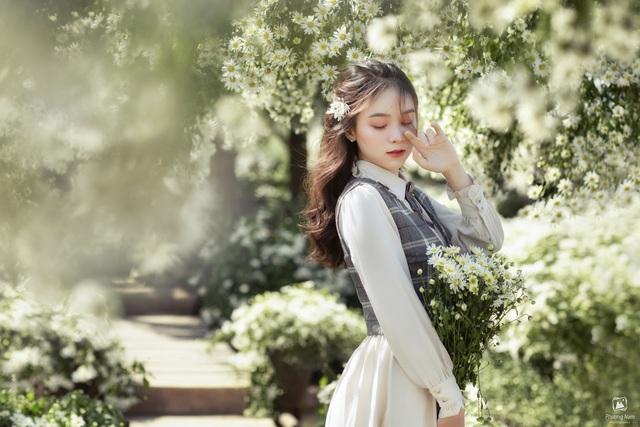 Thiếu nữ Hà thành đọ sắc với loài hoa báo hiệu mùa đông Hà Nội - 8