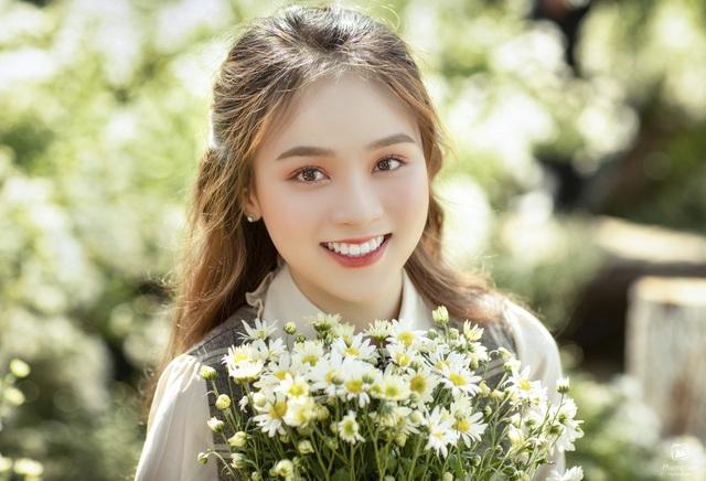 Thiếu nữ Hà thành đọ sắc với loài hoa báo hiệu mùa đông Hà Nội - 9