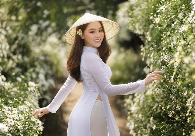 Thiếu nữ Hà thành đọ sắc với loài hoa báo hiệu mùa đông Hà Nội - 3