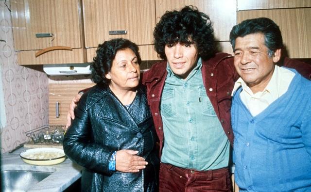 Những góc khuất về gia đình của Diego Maradona - 1