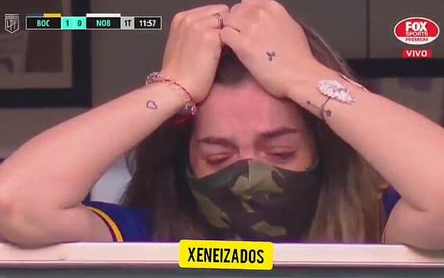 Con gái Maradona òa khóc khi chứng kiến hình ảnh tri ân người cha - 2